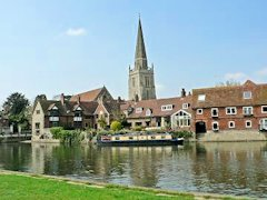 Abingdon Town with the River Thames flowing by - Oxfordshire